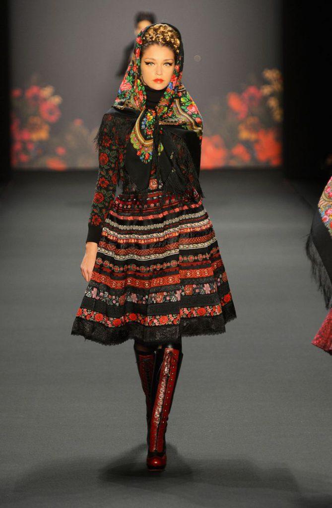 طراحی لباس سبک مد قومی
